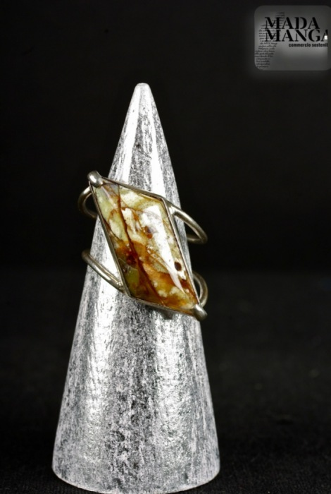 anello in argento con opale matrix